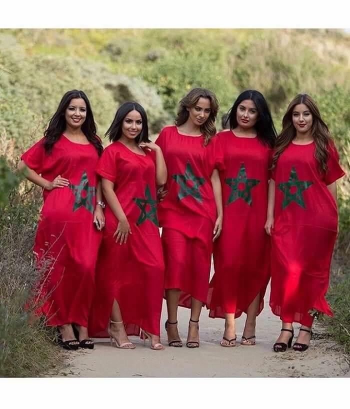 fünf marokkanische Frauen mit marokkanischem Stern Kleid