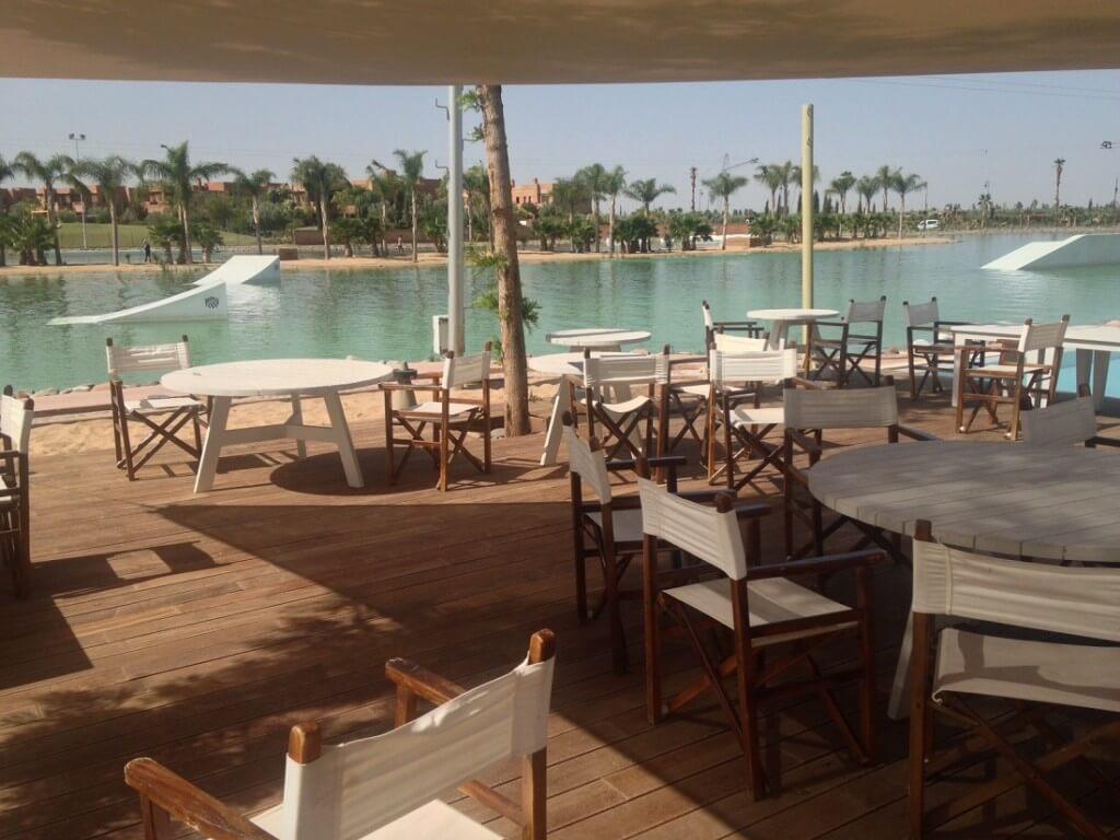 Restaurant und Schwimbad im Waky-Parc