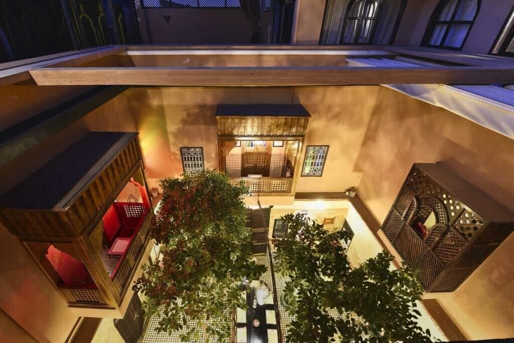 Balkone im Innenhof vom Riad La Maison Nomade in Marrakesch