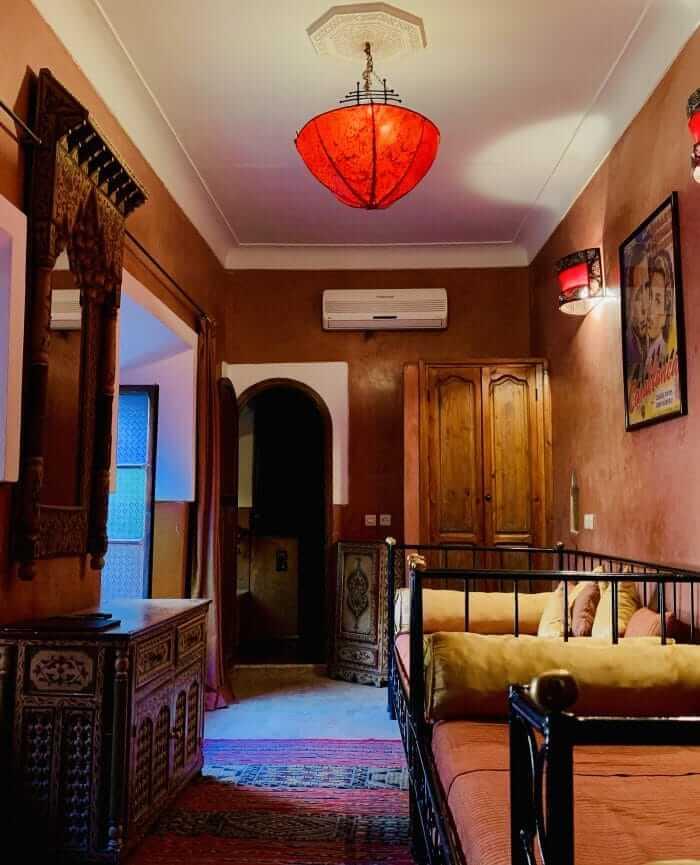 Marokkanisches Schlafzimmer mit Tadelakt