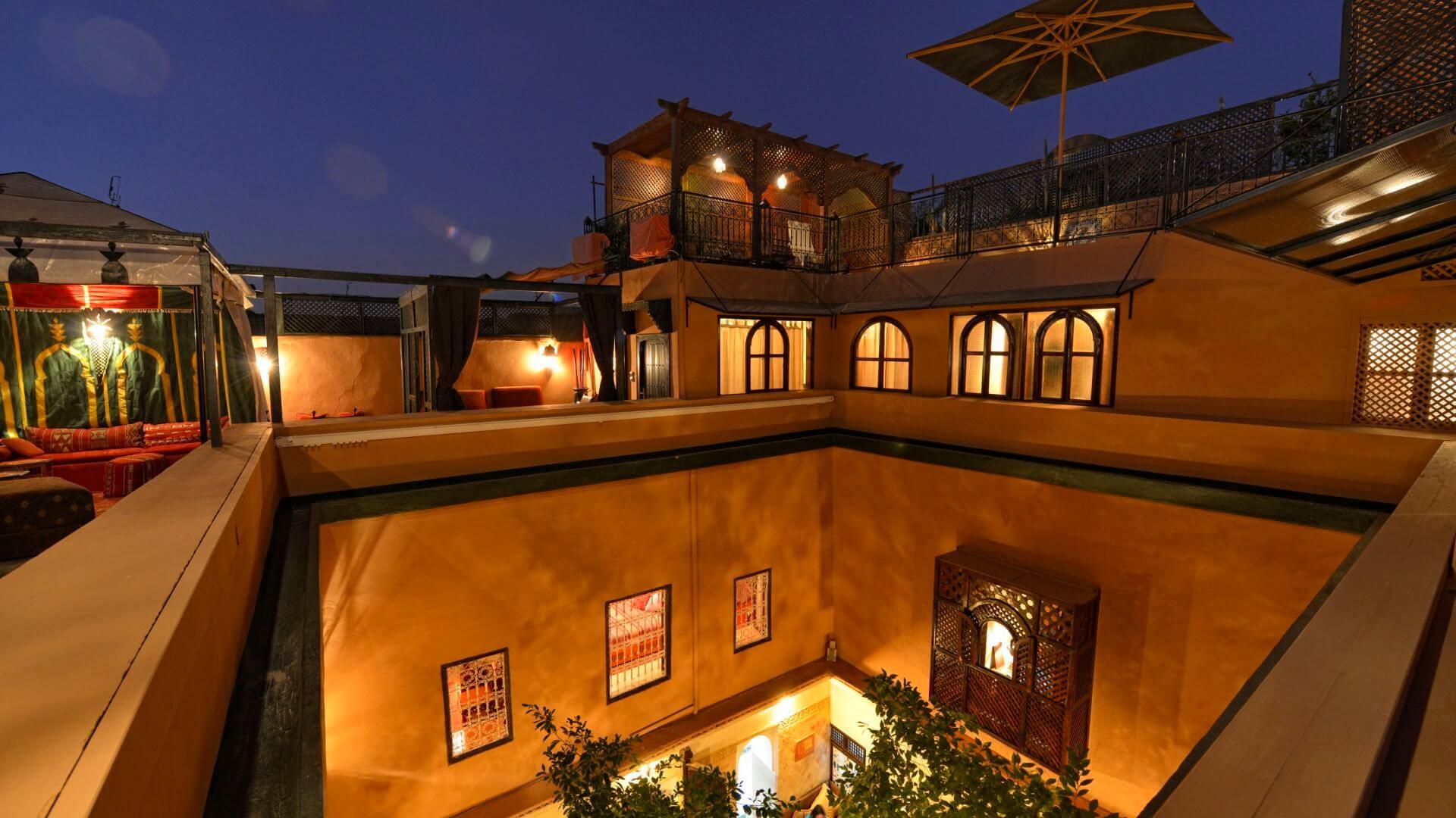 Dachterrasse mit Berberzelt in einem Riad Marrakesch