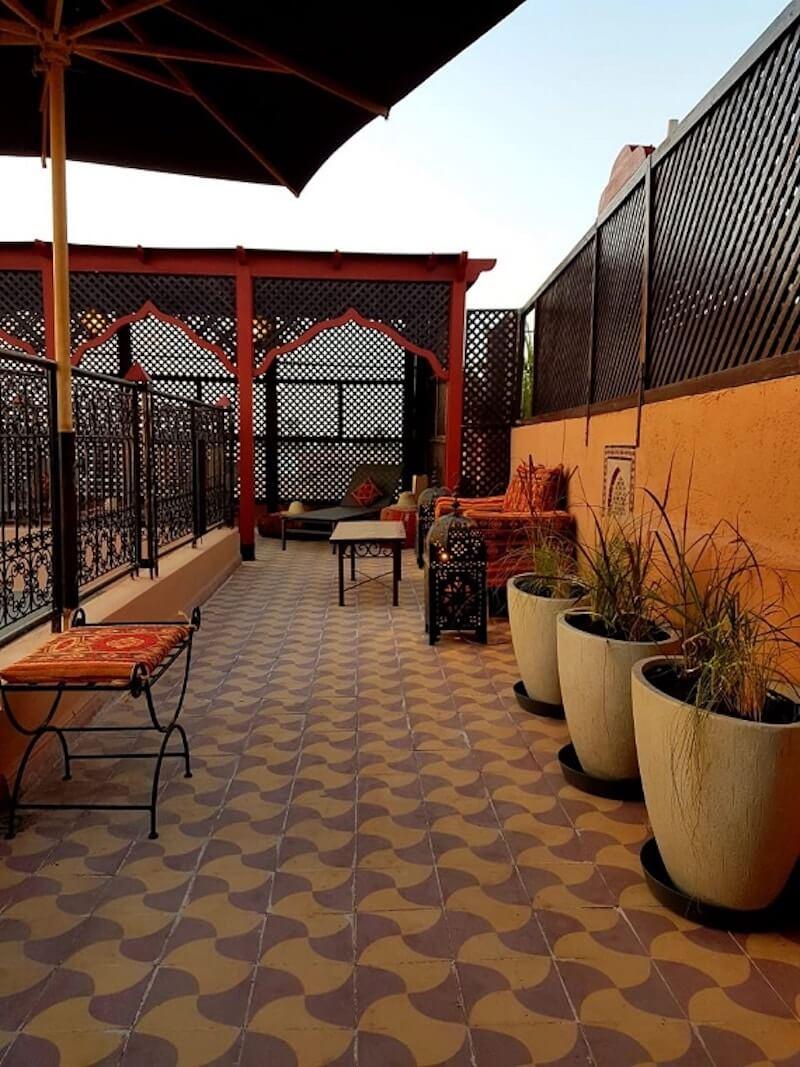 Ein guten Platz für Ihre Städtereise nach Marokk, die Dachterrasse im Riad La Maison Nomade