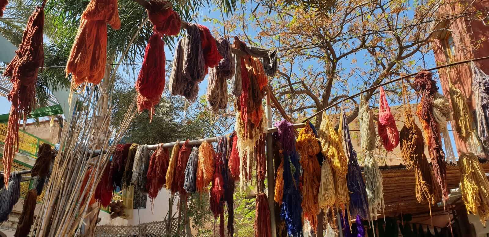 Trocknung der Wolle in Marrakesch